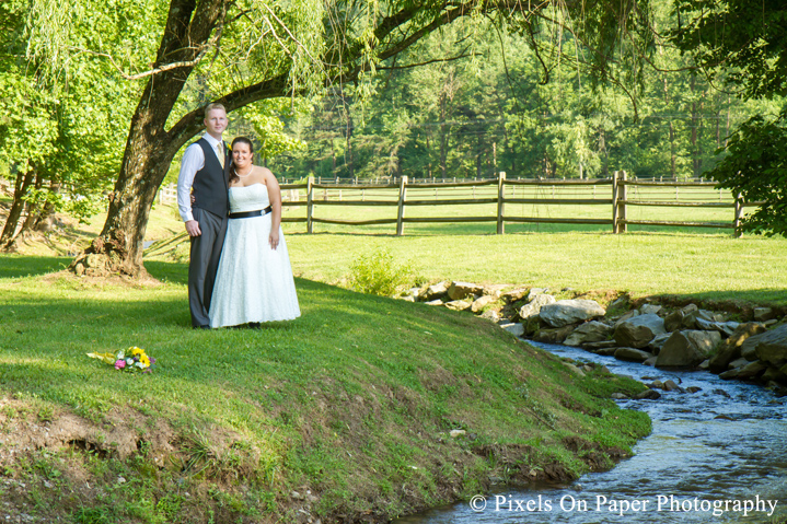 _pixels on paper_leatherwood mountains weddings_leatherwood wedding_leatherwood mountain wedding_bride_high country weddings_nc mountain wedding photographers_nc mountain destination weddings_nc mountain weddings_wedding photos_nc mountain_nc high county_wedding photographers_photo
