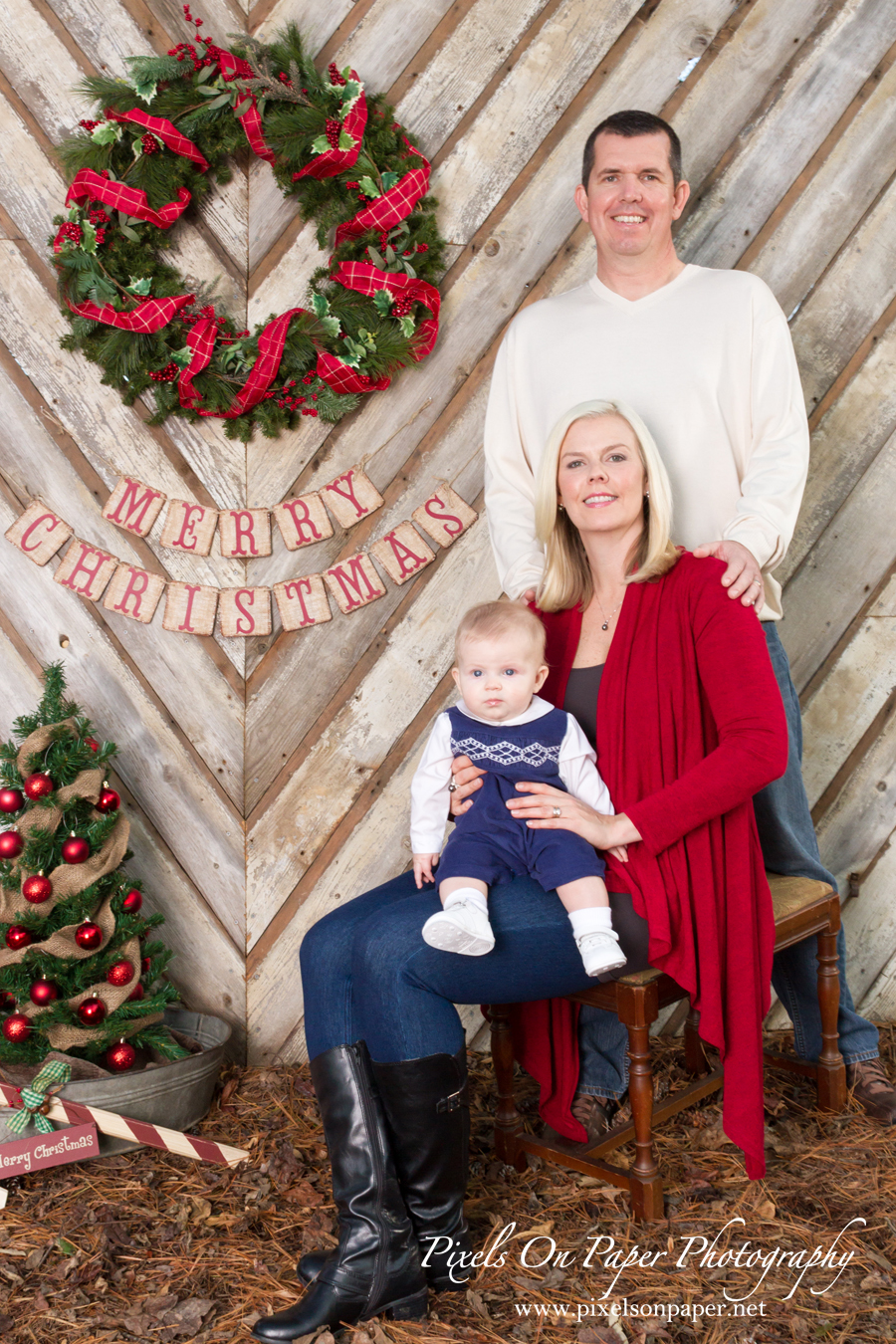 Pixels On Paper Photography Holden Gray Child and Family Christmas Portrait Photo